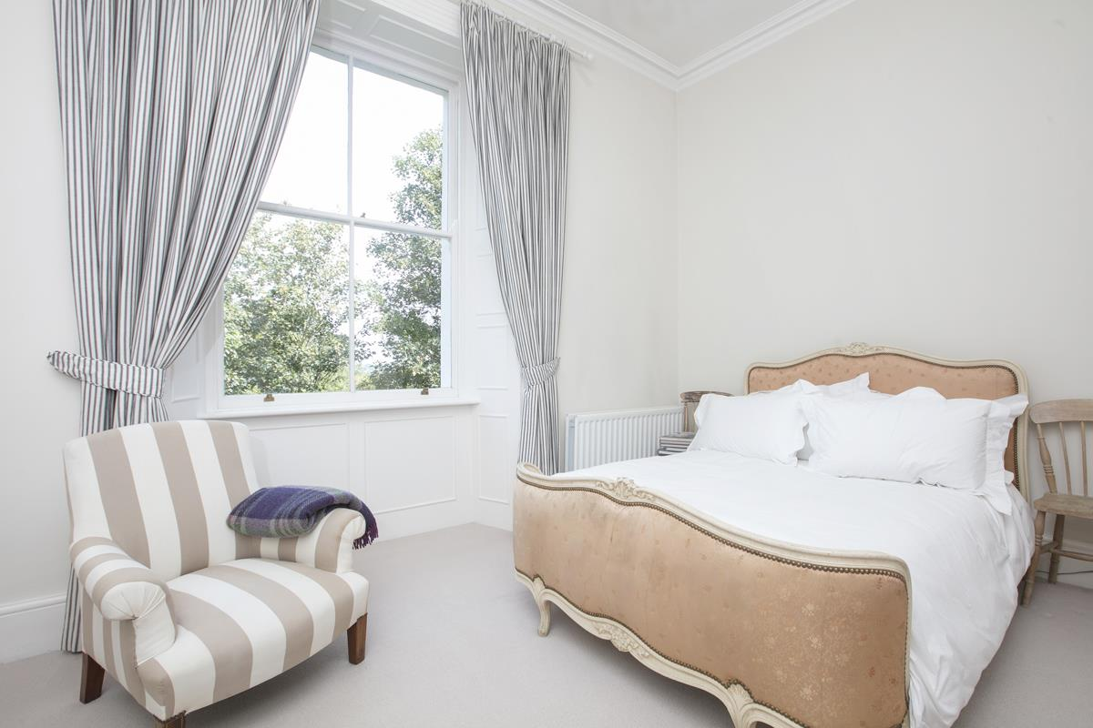 Flat/Apartment For Sale in Camberwell Grove, SE5 377 view2