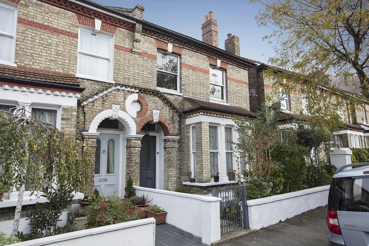 House - Semi-Detached For Sale in Carden Road, SE15 374 view1
