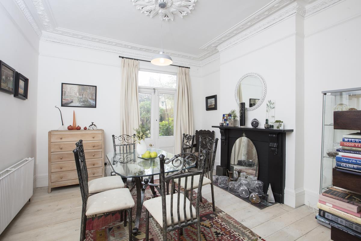 House - Semi-Detached For Sale in Carden Road, SE15 374 view4