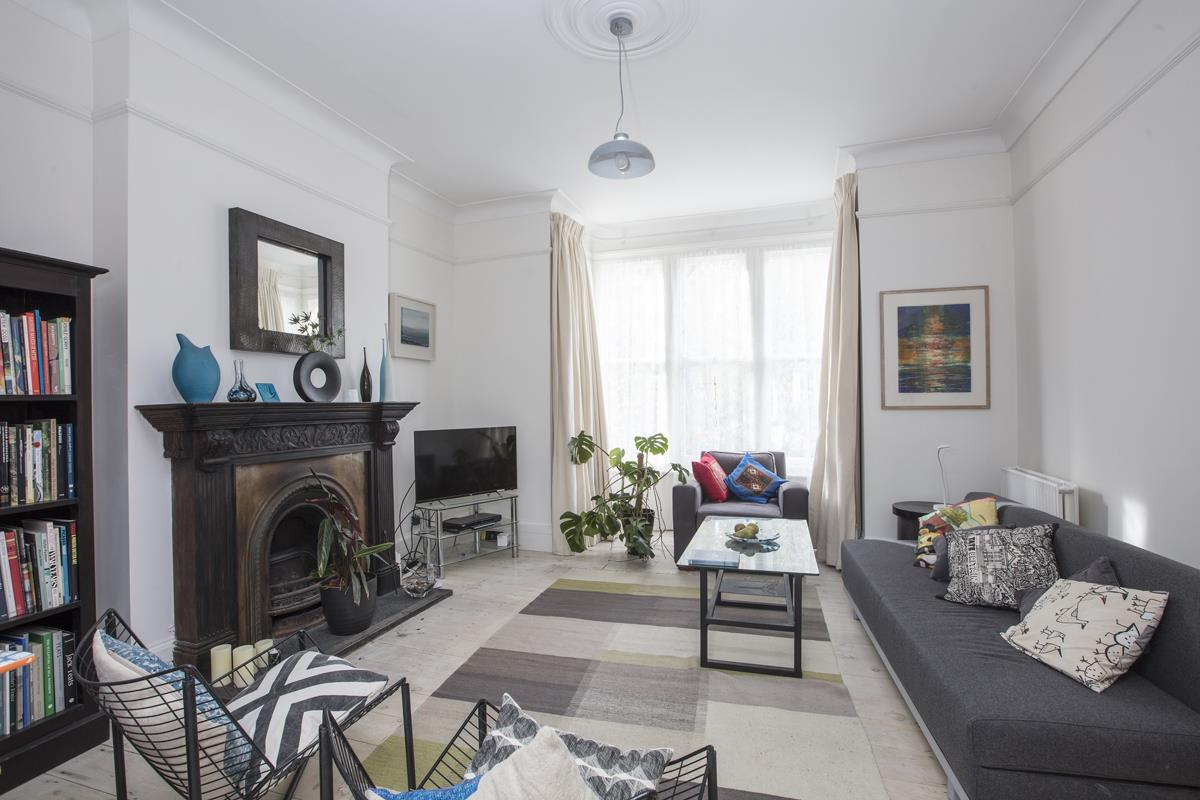 House - Semi-Detached For Sale in Carden Road, SE15 374 view3