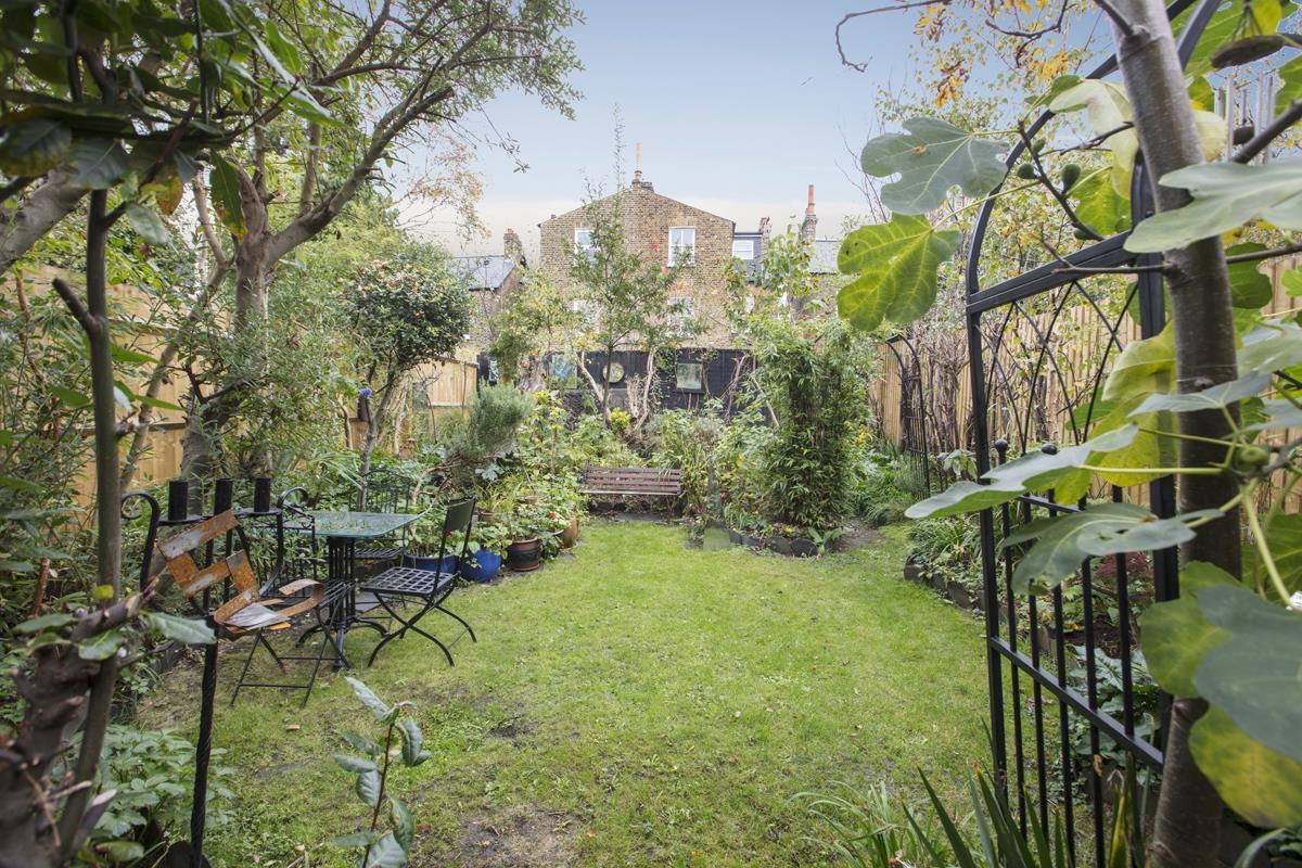 House - Semi-Detached For Sale in Carden Road, SE15 374 view2