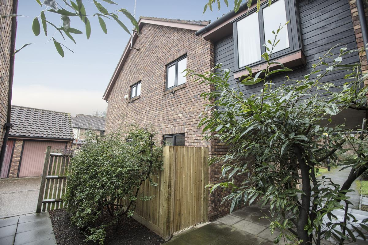 House - Link Detached Sale Agreed in Cuthill Walk, SE5 274 view1