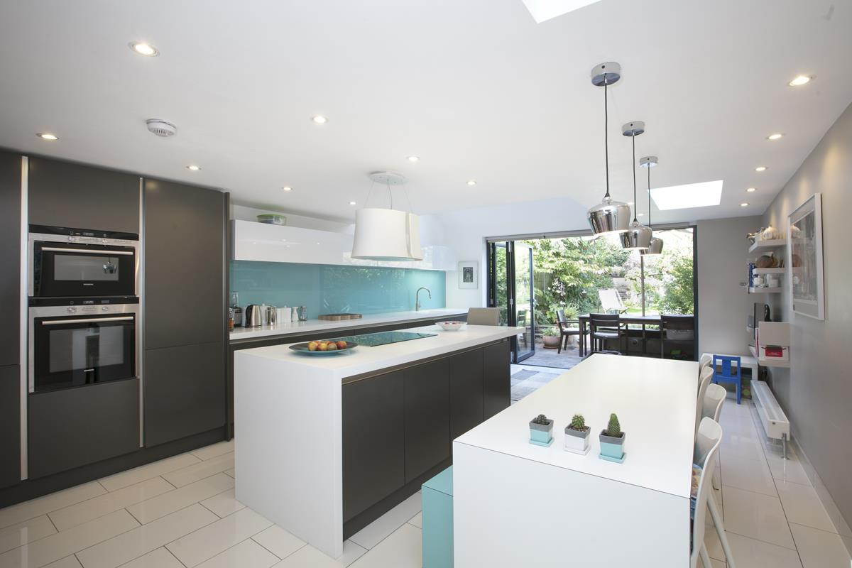 House - Terraced For Sale in Grove Hill Road, SE5 378 view2