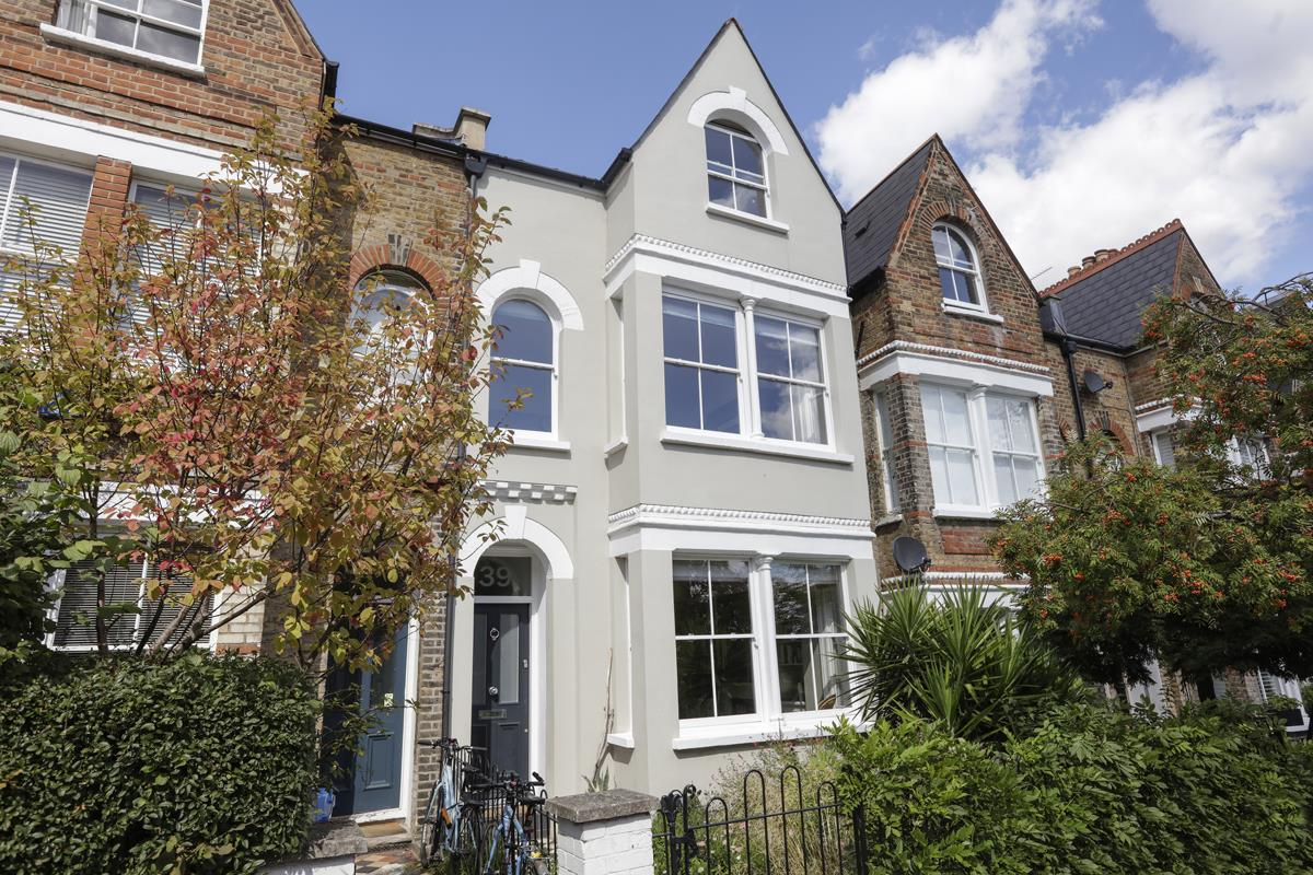 House - Terraced For Sale in Grove Hill Road, SE5 378 view1