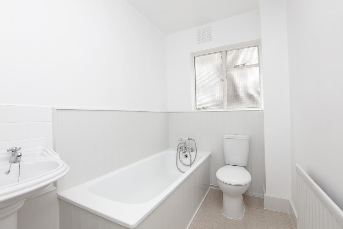 Flat - Conversion For Sale in Grove Park, SE5 358 view7