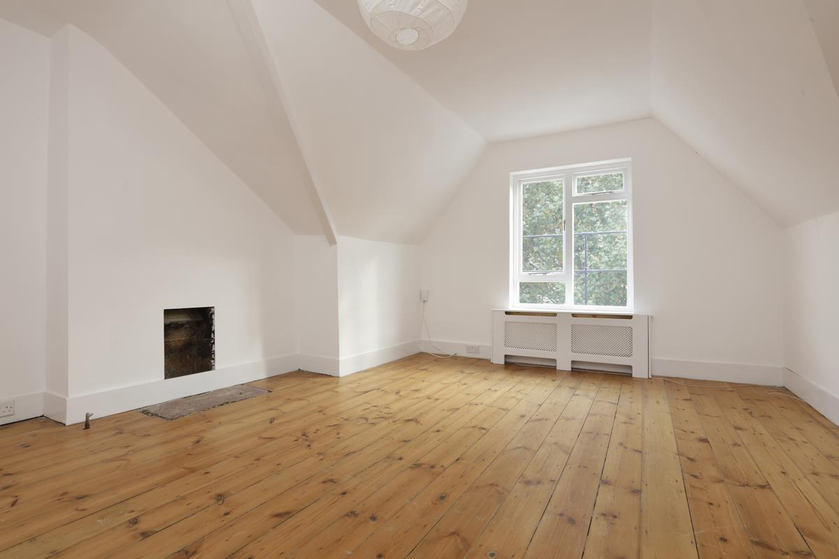 Flat - Conversion For Sale in Grove Park, SE5 358 view3